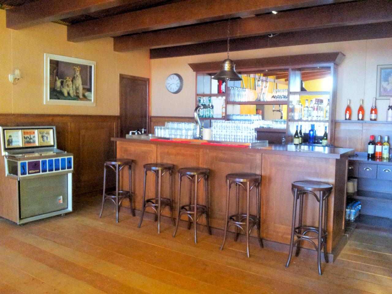 bar kees opent vandaag voor het publiek ibiza vandaag. Black Bedroom Furniture Sets. Home Design Ideas
