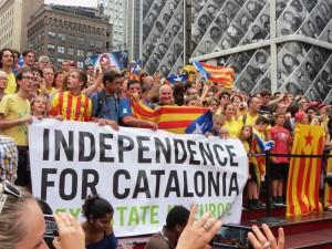Holding Hands for Catalan Independence NYC #CatalanWay #ViaCatalana #ViaCatalanaMon