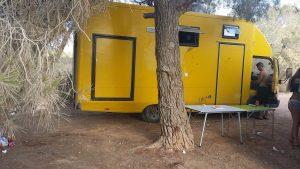 camper-geel