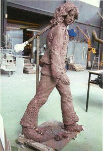 standbeeld-hippies-aanbouw