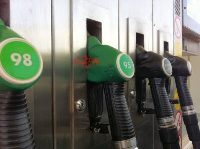 benzinepomp-closeup-2.jpg